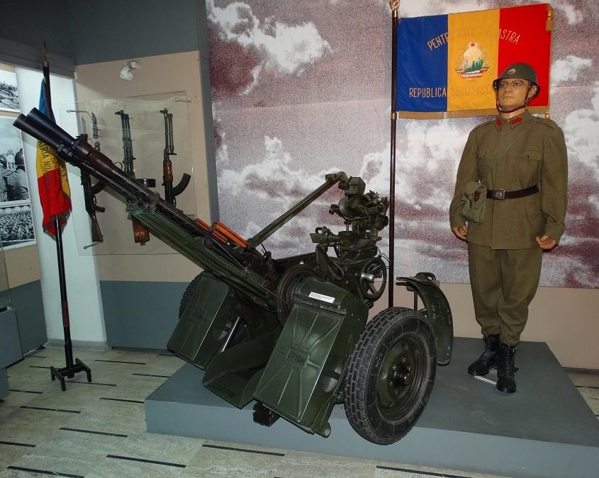 Romaniassa valmistettu ilmatorjuntatykki vuodelta 1974, kaliiberi 14,5 mm. Rakenneratkaisut kuin tutussa Sergeissä.