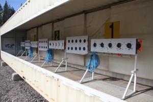 Mekaanisia maalitaululaitteita on kolme viiden sarja, lisänä kolme pahvitaulusarjaa