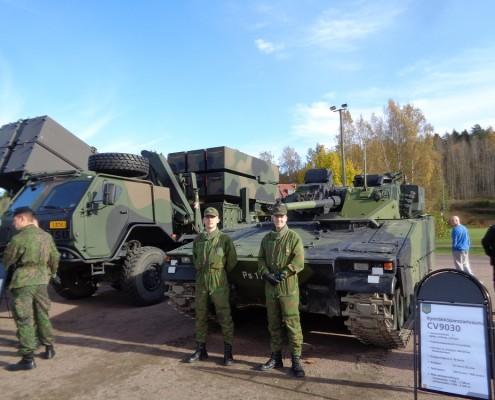 Rynnäkköpanssarivaunu CV9030 Vekaranjärveltä esittelyssä, kuva Erkki-Naumanen.