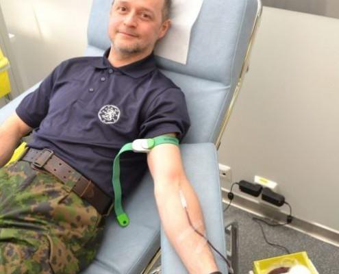 HRU:n Pioneeriosasto haastaa kaikki reserviupseeriyhdistykset verenluovutuskampanjaan. Pioneeriosaston puheenjohtaja Timo Lukkarinen avasi verenluovutuskampanja luovuttamalla itse verta.